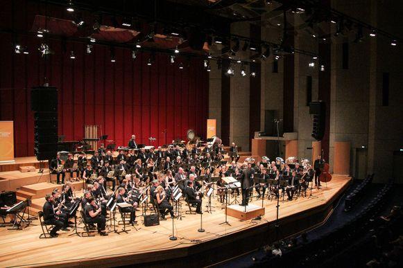 Het Koninklijk HarmonieOrkest tijdens een optreden in De Singel.