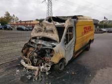 Opnieuw autobrand in Apeldoorn, bestelbus verwoest in Osseveld
