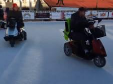 Scootmobielers hebben ijspret in Bergen op Zoom