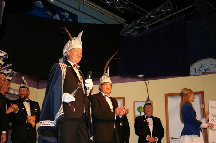 Links de nieuwe Elster prins, daarnaast zijn adjudant.