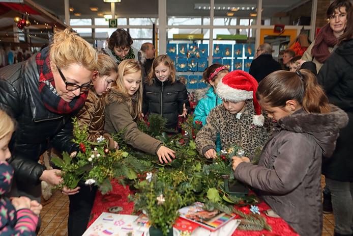 Voor de kinderen was er gelegenheid in de basisschool tot het maken van kerststukjes tijdens Heerl'k in 2016.