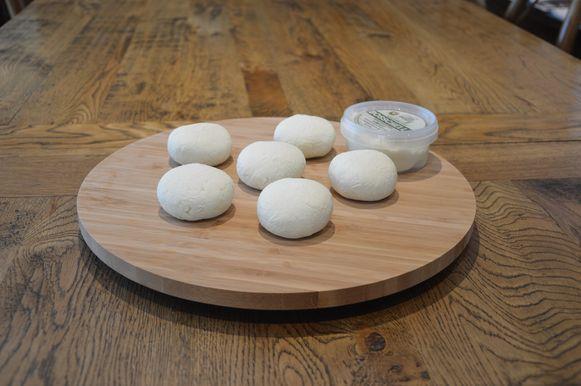 Streekproduct: Vlaamse schapenplattekaas (en verse schapenkaas) - Schapenmelkerij Bosschelle - Denderhoutem (Haaltert).