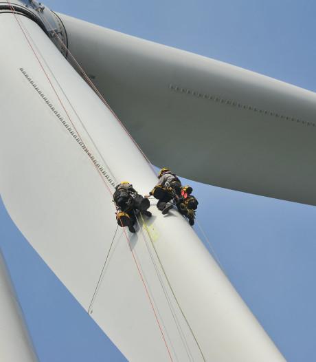 Zonder hoogtevrees bungelen aan windturbine op 90 meter hoogte