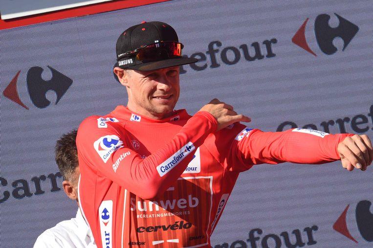 Nicolas Roche van Sunweb trekt na de etappe van zondag de rode leiderstrui aan.  Beeld BSR Agency