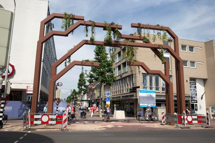 De groene poort, ontworpen door Eddy Boerakker uit Gaanderen.