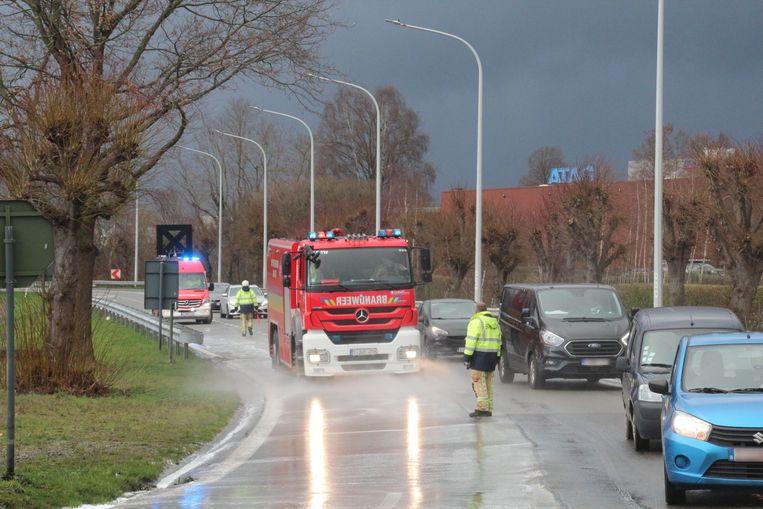 Omwille van de opruimwerken door de brandweer was de rijstrook richting Zottegem even afgesloten.