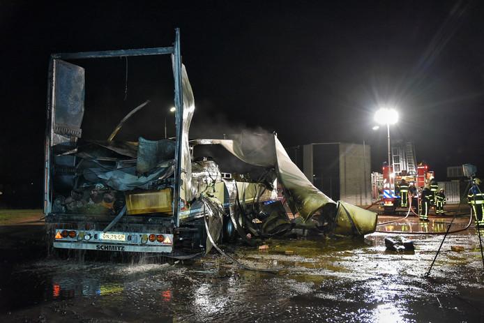 Vrachtwagen verwoest door brand in Hilvarenbeek