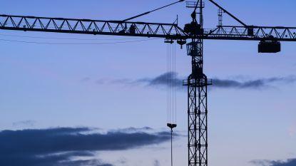 Werknemer dreigt van 40 meter hoge kraan te springen in Vottem