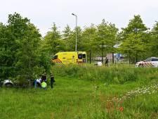 Automobilist raakt onwel en belandt met auto naast de oprit bij Etten-Leur