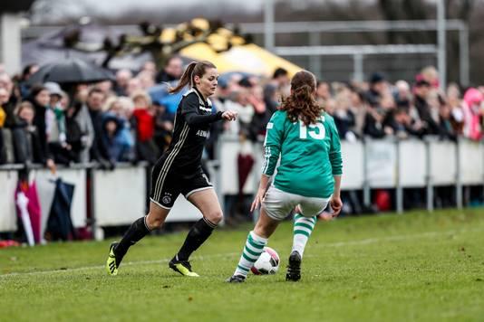 Eshly Bakker in duel met Sophie Fijneman