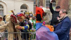 Na 3 dagen feest trakteert burgemeester D'Haese laatste carnavalisten op ontbijt