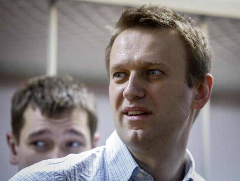 Een andere dwarse eenling is de Russische jurist, blogger en Poetin-criticus Aleksej Navalni (38). Hij en zijn broer Oleg werden gisteren door een rechtbank in Moskou schuldig bevonden aan verduistering. Navalni kreeg een voorwaardelijke celstraf van 3,5 jaar, maar zijn broer werd veroordeeld tot 3,5 jaar strafkamp. Beeld reuters