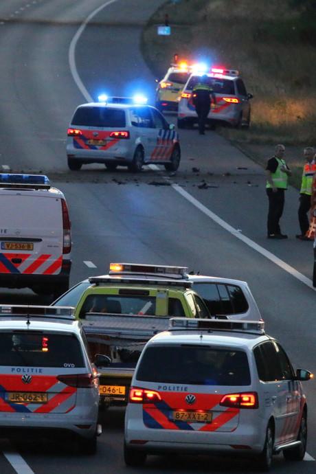 Auto van de A73 gedrukt na botsing met politieauto