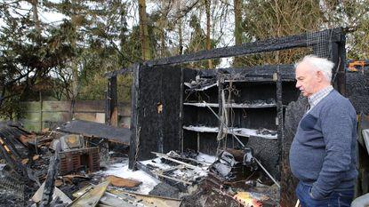 Vuur legt duivenhok en werkhuis in de as