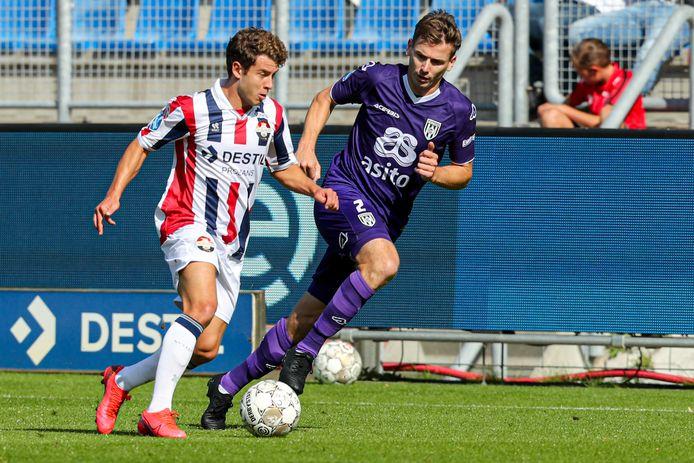 Tim Breukers (rechts) in actie tegen Willem II.