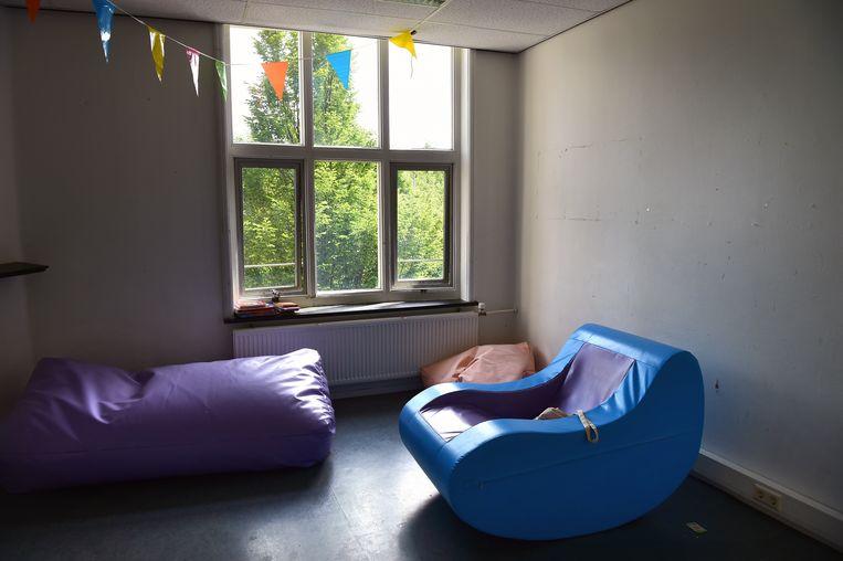Chillroom in gesloten jeugdinstelling Midgaard. Beeld Marcel van den Bergh / de Volkskrant