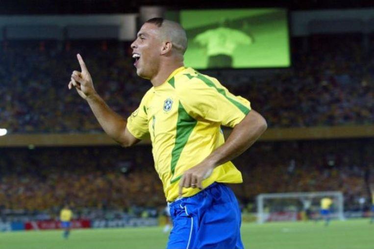 Ronaldo leidde Brazilië naar WK-goud in 2002. Hier heeft hij net gescoord in de finale tegen Duitsland.