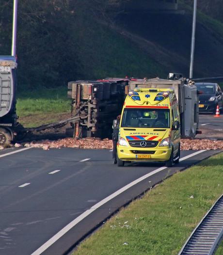N50 bij Emmeloord weer open na ongeluk met truck vol slachtafval
