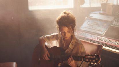 """Selah Sue na 5 jaar terug met nieuwe muziek: """"Voor mijn kinderen en voor mijn vader, die in coma ligt vanwege corona"""""""