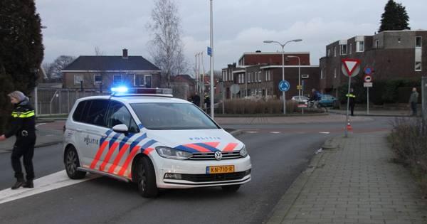 Fietser ernstig gewond na ongeluk op rotonde in Almelo.