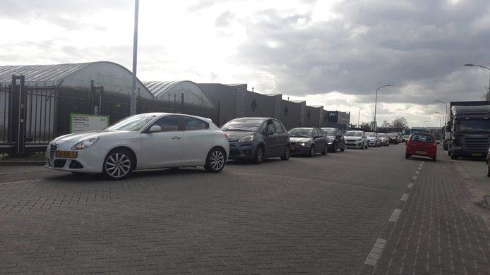 File bij de milieustraat in Nijmegen.