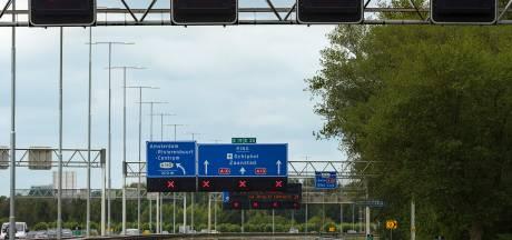 Tientallen automobilisten negeren rood kruis op A12 bij Veenendaal en gaan op de bon