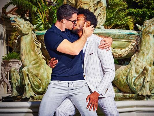 Een poster met zoenende mensen moet kunnen for Waarom kussen mensen