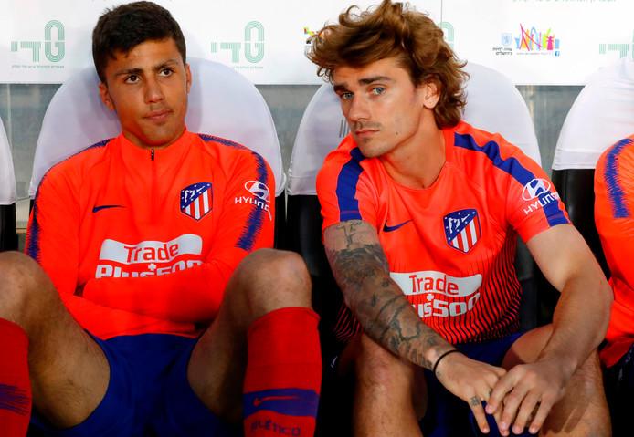 Rodri en Antoine Griezmann op de bank bij Atlético Madrid.