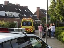 Fietser en scooterrijder botsen in Valkenswaard, ambulance vervoert fietser naar ziekenhuis