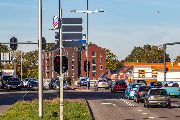 Met verkeerslichten die door een nieuwe techniek automatisch anticiperen op de hoeveelheid verkeer die nadert moet de doorstroming in Deventer verbeteren.