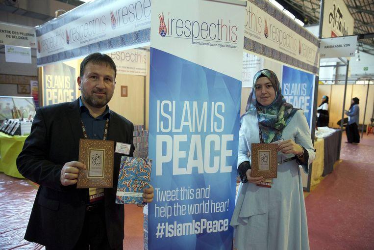 Een stand van irespecthis op de Muslim Fair in Brussel. Beeld belga