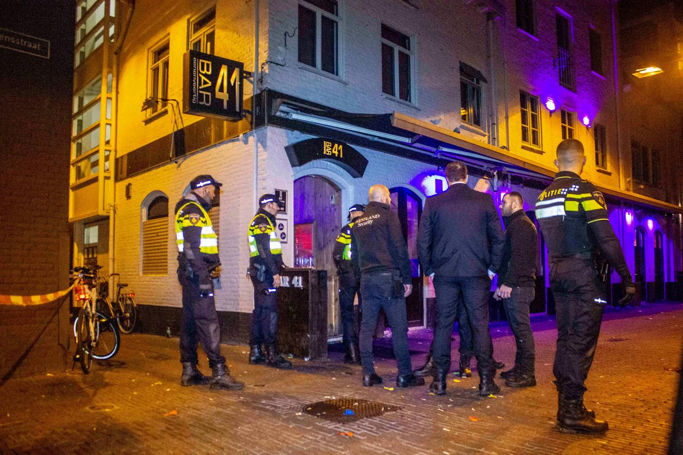 In Arnhem werd in het uitgaansleven een man neergestoken.