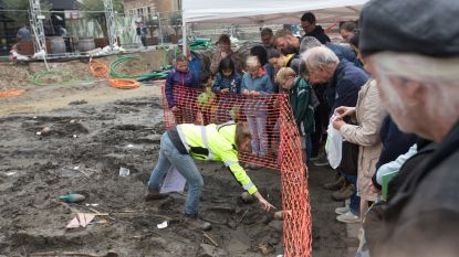 Veel jongeren willen eeuwenoude skeletten op Truiense Groenmarkt zien