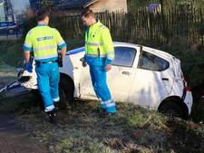 Auto belandt in de sloot door gladheid in Deurne