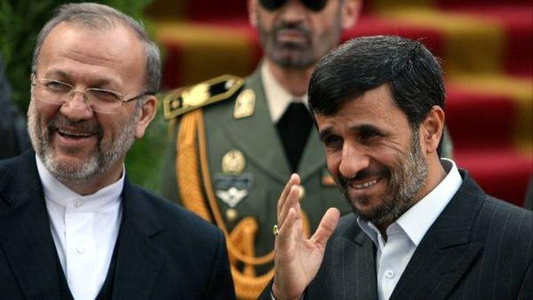 President Mahmoed Ahmadinejad (rechts) en Minister van Buitenlandse Zaken Manoechehr Mottaki (links). (EPA) Beeld