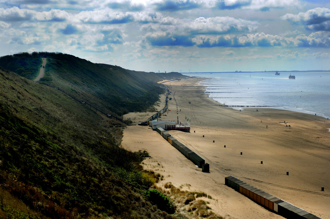 De duinen en het strand van Zoutelande.