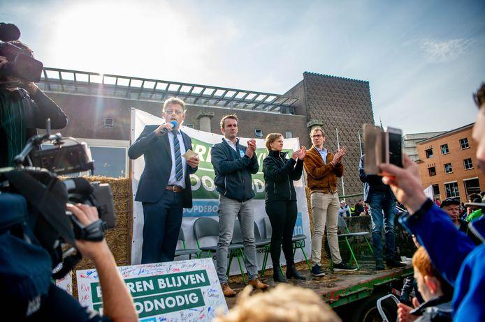 14-10-2019. ARNHEM/NIJMEGEN. Peter Drenth zwicht toch voor de boeren en trekt het in en gaat erop nieuw naar kijken. dgfoto editie Maas en Waal Foto Eveline van elk