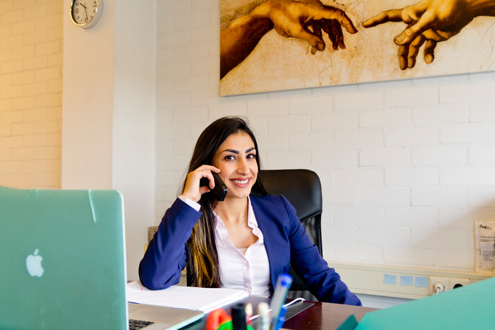 Advocate Sonya Taheri (29) zegt de meest relaxte baan van Nederland te hebben.