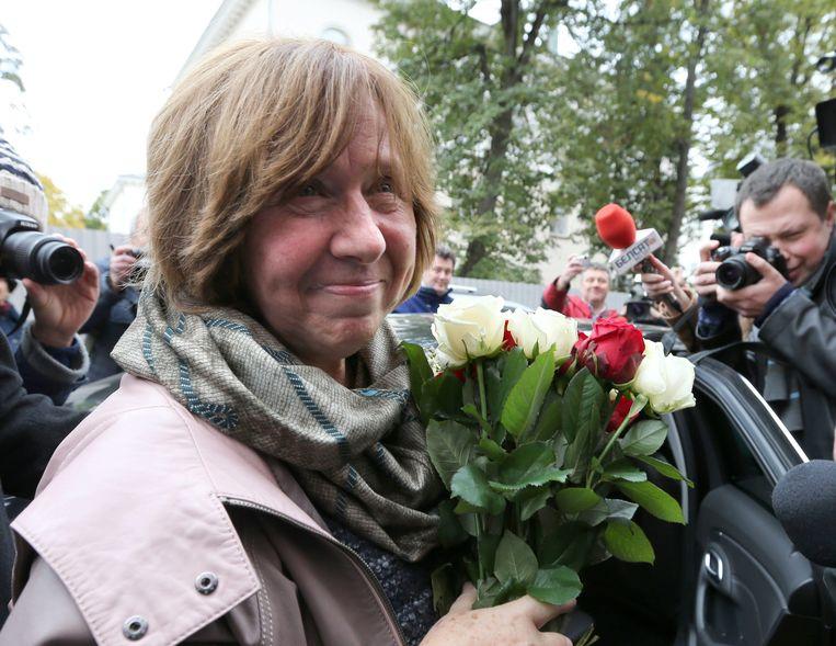 De Wit-Russische schrijfster Svetlana Aleksijevitsj in 2015 vlak nadat zij de Nobelprijs voor de literatuur won.  Beeld EPA