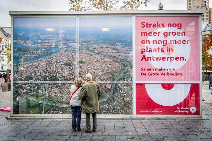 In Antwerpen is maandag 'De Grote Verbinding', de grootschalige campagne die burgers over de werken van Oosterweelverbinding informeert en sensibiliseert, gelanceerd.