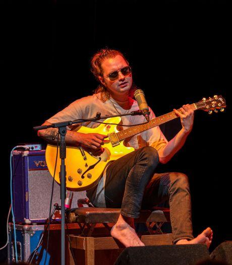 Rocker Jett Rebel straalt in coronaproof theater Kattendans in Bergeijk: 'Het is hier prachtig'