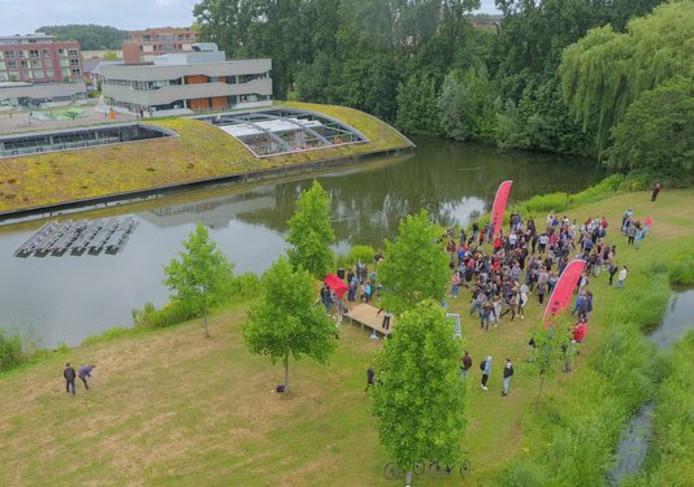 De officiële opening van het drijvende zonneveld in het Arnhemse Park Presikhaaf.