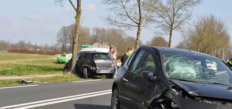 Auto's beschadigd door kop-staartbotsing in Didam