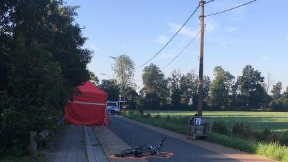 """Fietser (58) komt om bij ongeval aan rusthuis: """"Bakker die brood kwam leveren reed vermoedelijk te snel, slachtoffer reed niet op juiste plaats op rijbaan"""""""