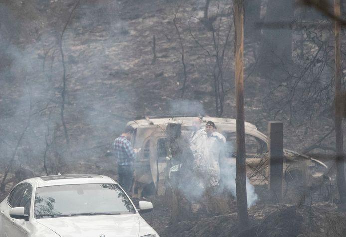 Een auto brandt uit in Noordwest Spanje.