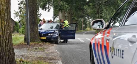 Auto met vier inzittenden botst op boom in Moergestel