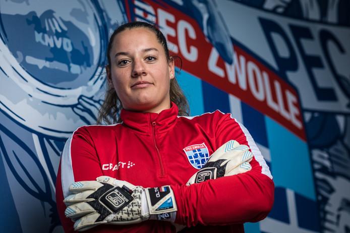 """Keepster Nienke Olthof maakt zich met PEC Zwolle Vrouwen op voor de bekerfinale tegen Ajax: ,,Ik zei altijd dat ik het allereerste meisje wilde worden in het eerste van de Ajax-mannen."""""""