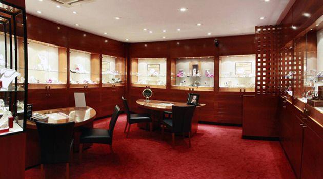 Het interieur van de juwelierszaak van Kamerbeek.