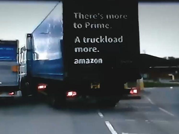 Tientonner probeert bestelwagen van de weg te rammen