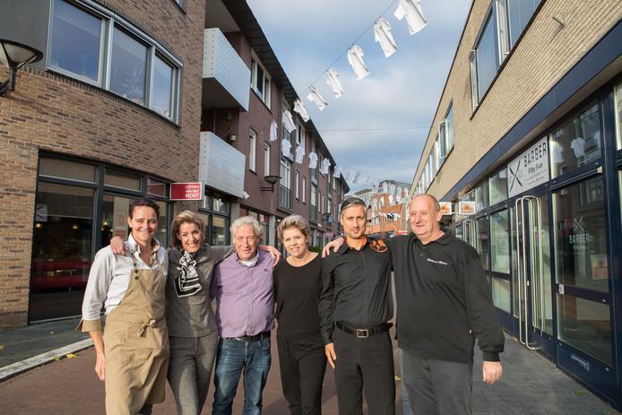 Een paar jaar geleden zorgden ondernemers in Raalte al voor extra sfeer in het centrum: ze hingen T-shirts aan lijnen.